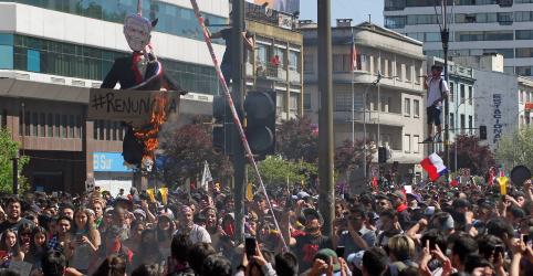 Placeholder - loading - Imagem da notícia Chilenos convocam novos protestos, apesar de reforma preparada por Piñera