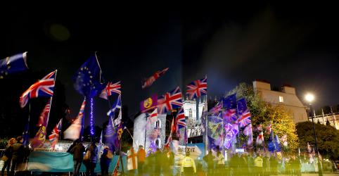 UE concorda em adiar Brexit e Parlamento britânico impede eleição em dezembro