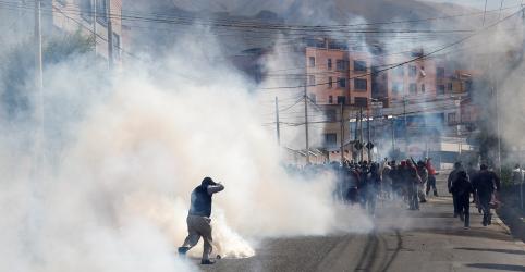 Placeholder - loading - Imagem da notícia Polícia boliviana lança gás lacrimogêneo em mais um dia de protestos contra resultado eleitoral
