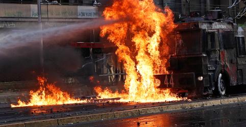 Placeholder - loading - Imagem da notícia Chile cancela cúpulas comercial e climática devido a tumultos em Santiago