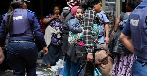 Placeholder - loading - Polícia da África do Sul prende 100 pessoas em protesto contra xenofobia