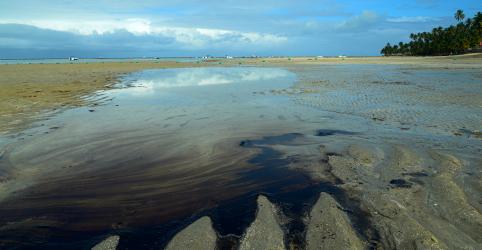 Placeholder - loading - Imagem da notícia Delta Tankers diz que não teve contato com autoridades brasileiras sobre vazamento