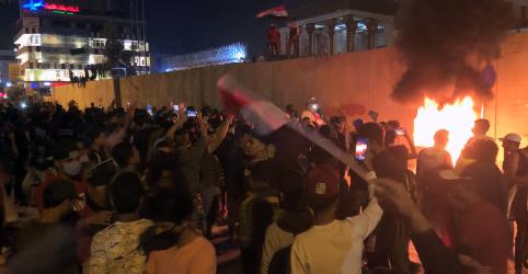 Placeholder - loading - Imagem da notícia Tentativa de invasão de manifestantes iraquianos a consulado do Irã deixa 3 mortos