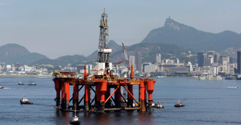 Placeholder - loading - Imagem da notícia Sindicatos e ONG tentam barrar megaleilão do pré-sal; ministro fala em rodada exitosa