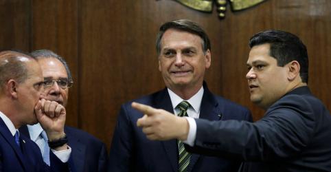 Placeholder - loading - Imagem da notícia Governo entrega PECs do pacto federativo no Senado e espera aprovação até 1º semestre de 2020