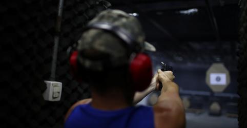 Placeholder - loading - Imagem da notícia Câmara aprova versão reduzida de projeto de lei sobre armas