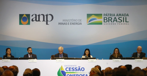 Leilão do pré-sal frustra por atrair apenas Petrobras e chinesas, mas levanta R$70 bi