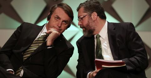 Placeholder - loading - Imagem da notícia Cuba é ditadura e tem de ser tratada como tal, diz Bolsonaro sobre voto do Brasil na ONU