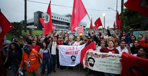 Placeholder - loading - Imagem da notícia Defesa de Lula entra com pedido de liberdade após decisão do STF, diz Gleisi