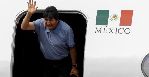 Placeholder - loading - Imagem da notícia Morales chega ao México, e Bolívia busca novo líder