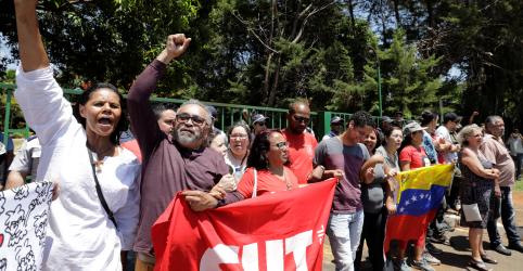 Impasse permanece após partidários de Guaidó ocuparem embaixada da Venezuela em Brasília