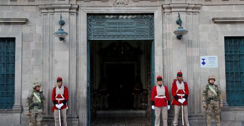 Presidente interina chega à sede do governo da Bolívia; protestos continuam