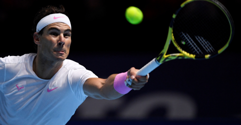 Nadal vence Tsitsipas, mas terá de aguardar para saber se vai à semifinal do ATP Finals
