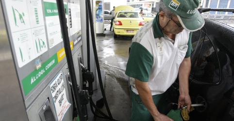 Placeholder - loading - Imagem da notícia Petrobras sobe gasolina após 50 dias ao maior valor desde maio; reajusta diesel
