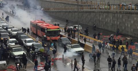 Placeholder - loading - Imagem da notícia Irã diz que calma foi restabelecida após protestos contra aumento da gasolina