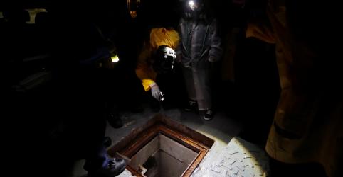 Bombeiros impedem fuga de universitários de Hong Kong pelo esgoto