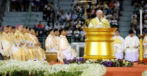 Em visita à Tailândia, papa critica exploração sexual de mulheres e crianças