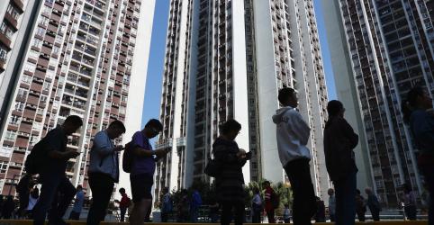 Placeholder - loading - Hong Kong vê comparecimento recorde em eleições em meio a protestos por democracia plena
