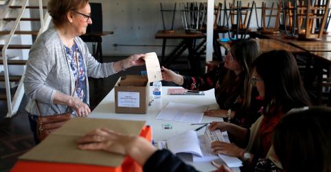 Uruguai vai às urnas para escolher presidente, que deverá ser inclinado para direita