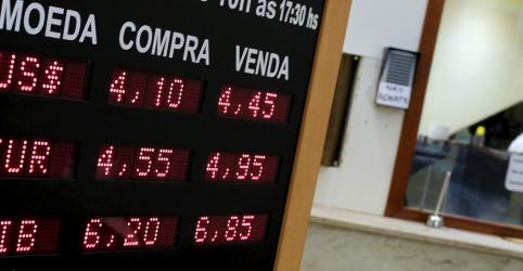 Placeholder - loading - Imagem da notícia Em dia de novo recorde histórico, dólar segue em forte alta contra real mesmo após BC intervir