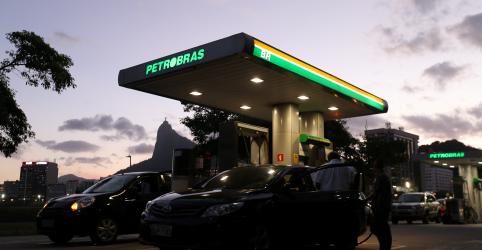 Placeholder - loading - Petrobras eleva gasolina em 4% nas refinarias após alta do dólar