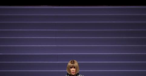 Placeholder - loading - Imagem da notícia Ame suas roupas e passe-as adiante, diz ícone fashion Anna Wintour