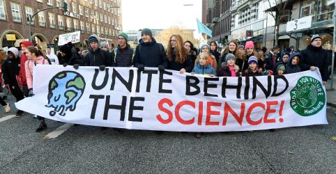 Placeholder - loading - Imagem da notícia Estudantes realizam protestos pelo clima em vários países para pressionar cúpula da ONU