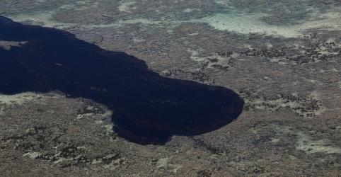 Placeholder - loading - Imagem da notícia Mais de 800 locais são afetados por manchas de óleo; governo cria auxílio emergencial para pescadores