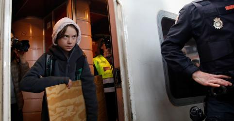 Greta Thunberg completa viagem intercontinental para comparecer à cúpula do clima