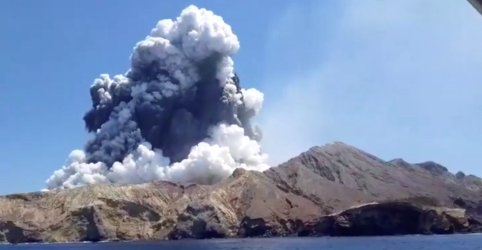Placeholder - loading - Imagem da notícia Erupção vulcânica na Nova Zelândia deixa 5 mortos e vários desaparecidos
