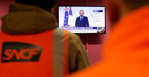 Governo da França desafia sindicatos com reforma da Previdência