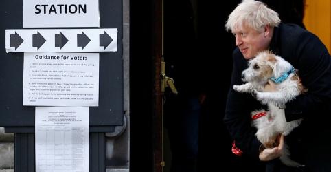 Premiê britânico diz a membros do partido após boca de urna: 'aproveitem uma festa esta noite'
