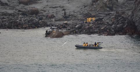 Placeholder - loading - Imagem da notícia Equipes recuperam 6 corpos em ilha vulcânica da Nova Zelândia; 2 seguem desaparecidos