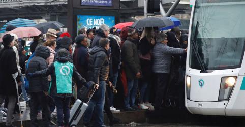 Placeholder - loading - Sindicatos da França tentam manter pressão contra reforma da Previdência com greves e protestos