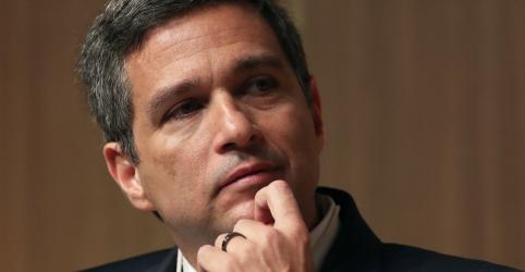 Placeholder - loading - Imagem da notícia Base de transações sobre a qual Guedes estuda imposto vai aumentar muito, diz Campos Neto