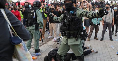 Manifestantes se reúnem no porto de Hong Kong e prometem mais ações no Natal