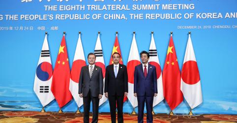 Placeholder - loading - Imagem da notícia Líderes de Coreia do Sul, Japão e China vão promover diálogo entre Coreia do Norte e EUA