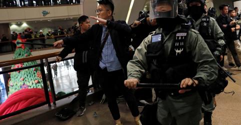 Placeholder - loading - Imagem da notícia Polícia de Hong Kong dispara gás lacrimogêneo para dispersar manifestantes na véspera de Natal