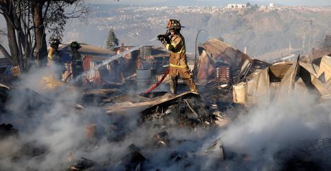 Placeholder - loading - Imagem da notícia Incêndio na cidade chilena de Valparaíso destrói dezenas de casas