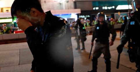 Placeholder - loading - Imagem da notícia Shoppings viram alvos de manifestantes de Hong Kong em 3º dia de protestos no Natal