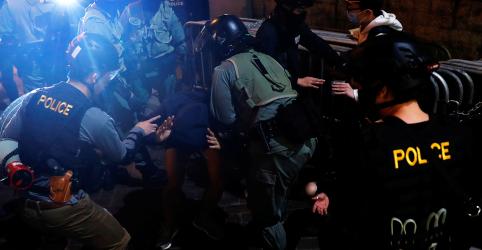 Placeholder - loading - Imagem da notícia Ativistas em Hong Kong encenam protestos às vésperas de Ano Novo
