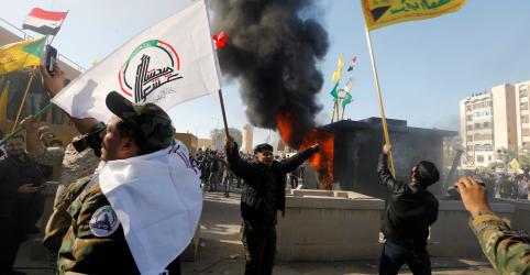 Placeholder - loading - Trump culpa Irã enquanto protestos eclodem no lado de fora da embaixada dos EUA no Iraque