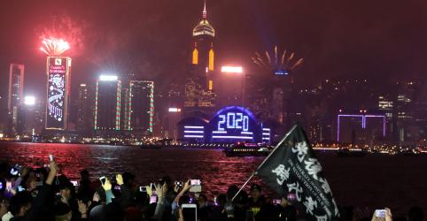 Placeholder - loading - Imagem da notícia Mundo saúda ano novo em meio a protestos e incêndios