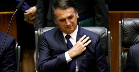 Bolsonaro toma posse com discurso voltado a temas de campanha e promete fortalecer democracia