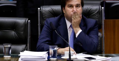 Placeholder - loading - Imagem da notícia PSL apoia reeleição de Maia em troca de comando da CCJ e respaldo a pauta de Bolsonaro