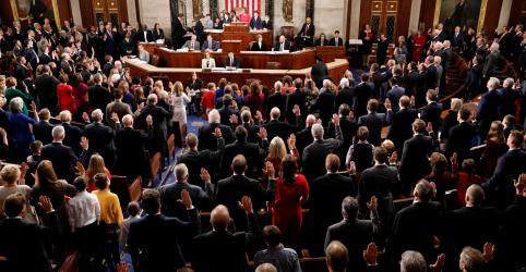 Placeholder - loading - Imagem da notícia Democratas assumem Câmara e desafiam Trump por paralisação do governo dos EUA
