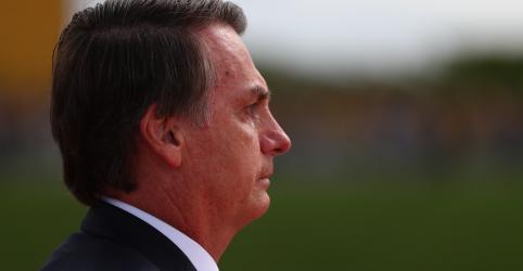Placeholder - loading - Imagem da notícia Bolsonaro diz que quer usar reforma de Temer e idade mínima inicial de 62 anos para homens e 57 para mulheres