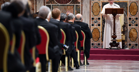 Placeholder - loading - Imagem da notícia Papa Francisco alerta sobre ressurgimento do nacionalismo e faz apelo por ajuda a imigrantes