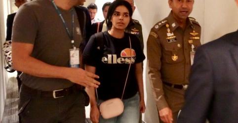 Pai de jovem saudita que fugiu para Tailândia chega a Bangcoc em busca de encontro
