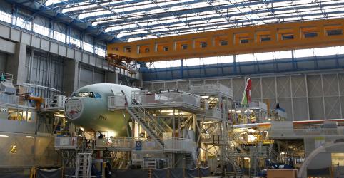 Placeholder - loading - Imagem da notícia Boeing vence Airbus em corrida anual de encomendas de aeronaves